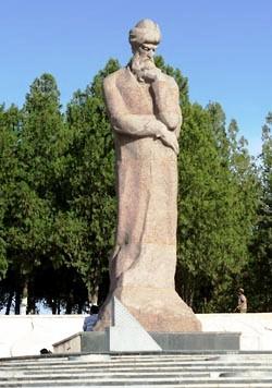 Памятник Улугбеку в Самарканде скульптора М. Мусабаева был открыт в 1970 году. Фото: Снежана Шабанова